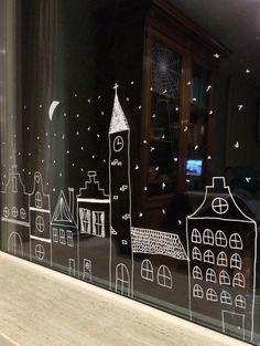 Ez az ablakdekoráció nem igényel különösebb előkészületeket, amennyiben tiszta az ablaküveg, rögtön neki lehet látni a dekorálásnak. A rajzkészségen és a kreativitáson múlik, milyen lesz a végeredmény. Tetszés szerinti motívumok, téli jelenetek, feliratok vihetők fel kézzel az ablaküvegre, a minta sötétben érvényesül igazán. Többen kipróbálták a fehér fogkrémet hasonló téli hangulatú ablakdekorhoz, de a vízbázisú krétafilc kifejezetten erre a célra szolgál, könnyebb használni, nem maszatol…