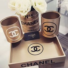 44 New Ideas For Makeup Room Ideas Chanel Makeup Storage, Makeup Organization, Chanel Decoration, Make Up Tisch, Chanel Bedroom, Diy Home Decor, Room Decor, Makeup Rooms, Beauty Room