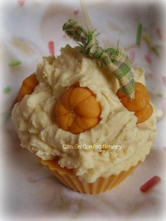 Sweet Cinnamon Pumpkin Cupcake Candle by CandleConfectionery Best Candles, Soy Wax Candles, Diy Candles, Candle Decorations, Natural Candles, Unique Candles, Handmade Candles, Cupcake Candle, Pumpkin Cupcakes