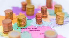 Der Länderfinanzausgleich ist die finanzielle Umverteilung zwischen den Bundesländern Deutschlands. Das bedeutet, dass wirtschaftlich starke Bundesländer Geld an wirtschaftlich schwächere Bundesländer zahlen.