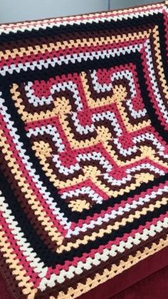 Beautiful pattern with Mitered granny squares by Simmi.