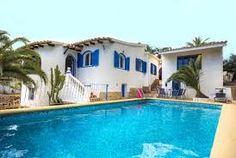 Charmante villa de vacances avec piscine privée, climatisation (salle de séjour), accès internet, située à seulement 1500m. de la plage et de ses commodités