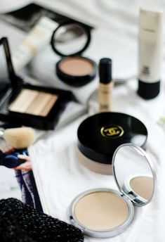 How to Streamline Your Makeup Collection - The Everygirl - My most beautiful makeup list Kiss Makeup, Cute Makeup, Simple Makeup, Basic Makeup, Elf Makeup, Makeup Dupes, Makeup Products, Beauty Products, Eyeliner Makeup
