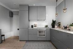 Simple American Kitchen: 60 Ideas, Photos and Designs - Home Fashion Trend Kitchen Interior, New Kitchen, Kitchen Decor, Knoxhult Ikea, Kitchen Shelves, Kitchen Cabinets, Cuisines Design, Kitchen Styling, Home Kitchens
