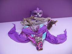 Gros plan sur le modèle Bali de la collection 2015 My Sexy Bikini. http://www.my-sexy-bikini.com/bali-string-bi-matiere-lycra-siviglia-violet-bleu-taupe.html. En exposition privée dans l'un des palais du Grand Canal.   #maillotdebain #bikini #sexy #venise #venezia
