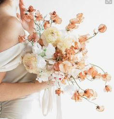 wonderful use of the palest peach and yellow hues in this bridal bouquet! wonderful use of the palest peach and yellow hues in this bridal bouquet! Vintage Wedding Flowers, Floral Wedding, Wedding Colors, Wedding Floral Arrangements, Bouquet Bride, Flower Bouquet Wedding, Bridal Flowers, Fall Bouquets, Floral Bouquets