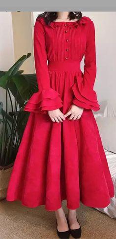 Looking so beautiful and colour is fantastic Frock Fashion, Lolita Fashion, Fashion Dresses, Kurta Designs, Blouse Designs, Casual Dresses, Girls Dresses, Indian Designer Wear, I Dress