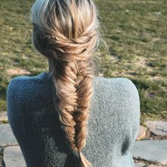 Life and style blogger Shannon Freid's Instagram isn't totally hair-focused, but we just love her simple, loose-hair looks. All of her hairstyles are completely doable, even for the braiding beginner.