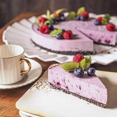 Raikas kesäinen kuningatarmoussekakku vähemmällä sokerilla, myös gluteeniton - Kulinaari-ruokablogi Oreo, Panna Cotta, Cheesecake, Cooking Recipes, Baking, Ethnic Recipes, Desserts, Food, Tailgate Desserts