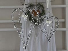 wire & beads---I am making these when I find a few spare mins.......WHICH will be around next spring!