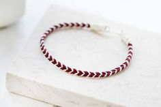Mens Friendship Bracelet by EZRA5 shop is made from Light Beige Cotton Cord and Bordeaux Cotton Cord with antique silver fastening