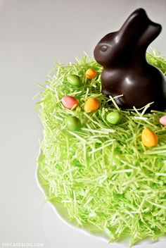 Chocolate Easter Bunny Cake - how to decorate this easy cake for Easter dessert, using edible grass, a chocolate Easter bunny and candy eggs. Easter Cake Easy, Easter Bunny Cake, Chocolate Easter Bunny, Hoppy Easter, Easter Treats, Bunny Cakes, Easter Food, Sunday Recipes, Easter Recipes