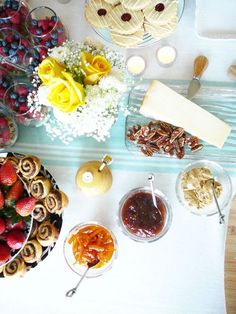 brunch table. brunch party ideas. hostess. splendor in spanglish