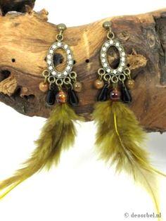 Leuke veren oorbellen met strass en kralen (hanger)