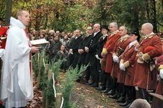 Vénerie - Messe de Saint-Hubert : le sabre et le goupillon. http://www.alencon.maville.com/actu/actudet_-Reprise-de-la-chasse-a-courre-en-foret-d-Andaine-pres-de-Bagnoles-de-l-Orne_46016-2030845_actu.Htm
