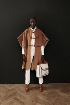 Burberry London – Pre-Fall – Shows – Vogue.it - Alles über Damenmode Fashion Week, Trendy Fashion, Spring Fashion, Winter Fashion, Fashion Trends, Womens Fashion, Fashion Ideas, Sporty Fashion, Ski Fashion