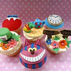 These look like fun to make  Alice in wonderland cupcakes
