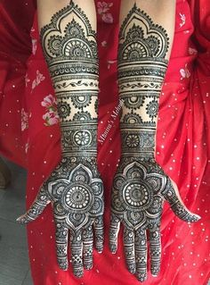 Henna is the most traditional part of weddings throughout India. Let us go through the best henna designs for your hands and feet! Wedding Henna Designs, Indian Henna Designs, Mehandhi Designs, Latest Bridal Mehndi Designs, Mehndi Designs For Girls, Unique Mehndi Designs, Beautiful Henna Designs, Beautiful Mehndi, Mehndi Design Pictures