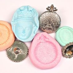 Make Your Own Reusable Casting Molds with This DIY Molding Putty Recipe Diy Clay, Clay Crafts, Arts And Crafts, Diy Silicone Molds, Resin Molds, Silicone Gel, Metal Casting Molds, Diy Resin Mold, Plaster Molds