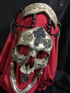 War Chaplain - REAL Human Skull Carved by Zane Wylie. I hope he was dead when he got it. I might get mine done before I die. Memento Mori, Dark Fantasy, Fantasy Art, Conquest Of Mythodea, Skull Reference, Hand Reference, Pose Reference, Real Human Skull, Armadura Cosplay