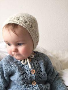 clover bonnet / kløver kyse by fineststrik. Knitting For Kids, Baby Knitting, Knit Crochet, Crochet Hats, Baby Bonnets, Knit In The Round, Stockinette, Baby Hats, Baby Love