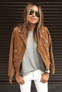 Conjunto chaqueta marron, jersey gris, pantalones blancos y gafas negras #misconjuntos #conjuntosmoda #modafemenina #fashion #style #looks