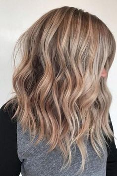 Looking for inspiration for your next salon visit? Here are must-try blonde hair colors for 2019 from dirty blonde hair color to honey blonde hair color. Blonde Hair For Cool Skin Tones, Cool Blonde Hair Colour, Sandy Blonde Hair, Blonde Hair Long Bob, Sandy Hair Color, Neutral Blonde Hair, Carmel Blonde Hair, Summer Blonde Hair, Cute Blonde Hair
