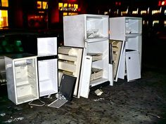 why are these refrigerators on the sidewalk NYC? :D