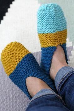 Bambula: DIY   Neuletossut Textiles, Handmade Crafts, Fingerless Gloves, Arm Warmers, Crochet, Slippers, Diy Projects, Socks, Crafty