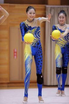 Gymnastics Photos, Rhythmic Gymnastics Leotards, Knee Injury, Young Female, Dance Outfits, Sport Girl, Dance Costumes, Sports Women, Girl Pictures