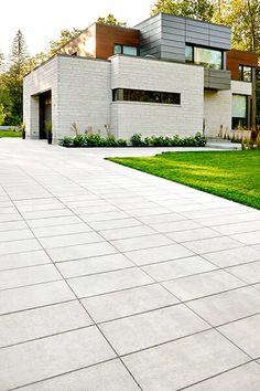 Modern Driveway, Stone Driveway, Driveway Design, Front Yard Design, Driveway Landscaping, Modern Landscaping, Driveway Pavers, Driveway Ideas, Landscaping Ideas