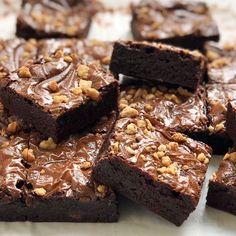 Cake Icing, Fondant Cakes, Blondie Brownies, Brownie Bar, Mini Cakes, Blondies, Cake Cookies, Cake Decorating, Deserts