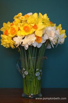 Beautiful daffodils from Fentongollan, in Cornwall. – Valentine's Day Flowers For Valentines Day, Mothers Day Flowers, Cut Flowers, Daffodil Flowers, Daffodils, Cornwall, Glass Vase, Lavender, Bulb