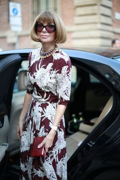 #annawintour #vogue US #dress #necklace #flowers #milan #streetstyle #streetview #street #style #offcatwalk ON #sophiemhabille.com