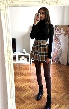 Look de Inverno com saia xadrez. The plaid skirt takes the apparent of this winter look, leaves the style and trendy manufacturing! Look with. Cute Skirt Outfits, Edgy Outfits, Winter Fashion Outfits, Mode Outfits, Cute Casual Outfits, Retro Outfits, Cute Fashion, Look Fashion, Fall Outfits