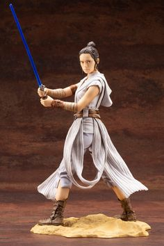 The newest addition to Kotobukiya's standard Star Wars lineup is an all new ARTFX statue of Rey from Star Wars: The Rise of Skywalker. Rey, portrayed by Daisy Ridley, can be seen wearing an all new outfit in this scale statue. Film Star Wars, Rey Star Wars, Star Trek, X Wing, Kotobukiya Star Wars, Figurine Star Wars, Star Wars Decor, Sideshow Collectibles, Black Series