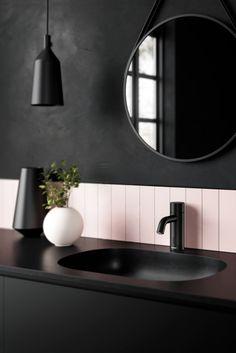 Den er spesialdesignet for bruk i hjemmet og kombinerer et stilig design med en funksjonalitet som samsvarer med behovene du har på kjøkkenet og på badet. Du reduserer vannforbruket og du trenger aldri å ta på kranen med skitne hender, dermed minsker du risiko for spredning av virus og bakterier Bad Inspiration, Bathroom Inspiration, Interior Inspiration, Large Bathrooms, Bathroom Toilets, My New Room, Cool Lighting, Kitchen And Bath, Bathroom Interior