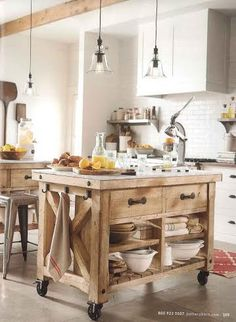 Check Out 33 Beautiful Barn Kitchen Design Ideas. The main decor piece in a barn kitchen is wooden beams which make the space cozy, rustic and sweet. Marble Top Kitchen Island, Kitchen Island On Wheels, Kitchen Island Cart, Farmhouse Kitchen Island, Kitchen Tops, New Kitchen, Kitchen Trolley, Kitchen Islands, Kitchen Small