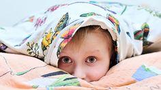 Çocuklarda Uyku Sorunu Nasıl Çözülür?  Uyku, beyin işlevi ve psikolojiyle ilgili yaşamsal bir durum olarak tanımlanır. Ayrıca dış etkenlere açık ve bireyin içgüdüsel yaşamını da etkileyen bir durumdur.