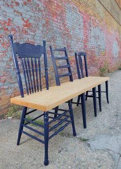 DIY: remplacer les assises de vieilles chaises par une grande planche de bois brut pour en faire un banc.