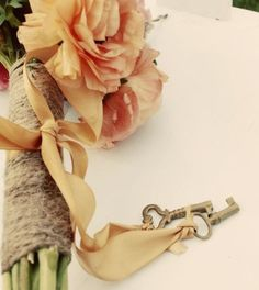 Check out this bouquet with key charms #key #bouquet #charm #wedding #bridal #flowers #twine