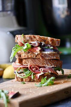 sandwich cu smochine , prosciutto si crema de gorgonzola- Bucataria familiei mele Prosciutto, Sandwiches, Food, Hoods, Meals