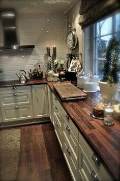 40 Stylish Rustic Kitchen Cabinet Design Ideas – diy kitchen decor on a budget Farmhouse Kitchen Cabinets, Farmhouse Style Kitchen, Kitchen Cabinet Design, Kitchen Rustic, Primitive Kitchen, Farmhouse Ideas, Farmhouse Kitchens, Kitchen Backsplash, Country Kitchen