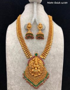Stunning one gram gold necklace with Lakshmi devi pendant. Necklace with matching jumkhis. Necklace with bead hangings. Gold Temple Jewellery, Gold Jewellery Design, Gold Jewelry, Antique Jewelry, Antique Necklace, Antique Gold, Jewelry Rings, Long Pearl Necklaces, Gold Choker Necklace