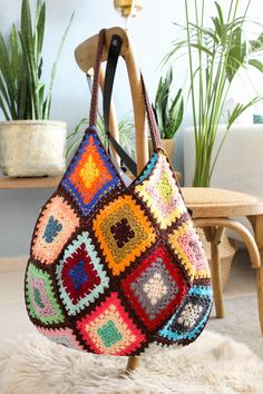 ***CROCHET TOTE*** This wonderful crochet handbag is a perfect accessory for you. Vintage crochet bag is a great gift for a beloved person and will bring a unique look to your style. Shoulder bag crochet has enough space for all your belongings :) ***M Bag Crochet, Crochet Shell Stitch, Crochet Handbags, Crochet Purses, Free Crochet, Sac Granny Square, Crochet Vintage, Crochet Patron, Hippie Bags