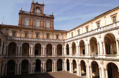 Presso l'ufficio IAT è possibile prenotare le visite guidate al Palazzo Ducale di Modena che si tengono la domenica mattina. Tel 0592032660 - iatmo@comune.modena.it leggi qui il calendario http://turismo.comune.modena.it/it/news/palazzo-ducale-visite-guidate