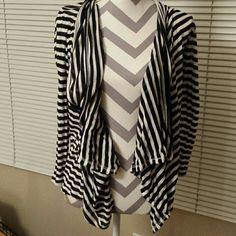 Long sleeve layer able tee Great way to layer! Good for pairing with some fall boots. Piko 1988 Tops Tees - Long Sleeve