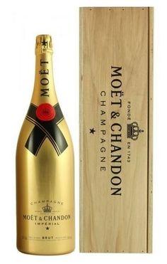 Gouden Moet & Chandon 3 liter Jeroboam champagne in luxe houten kist.  #moet #gold #champagne
