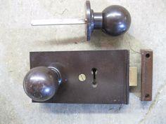 #Original #reclaimed #1930's art deco bakelite walnut latch /lock & door knobs 02,  View more on the LINK: http://www.zeppy.io/product/gb/2/262574899366/