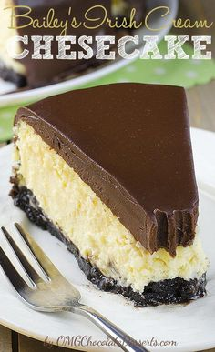 sinful and decadent Irish Cream Cheesecake loaded with Bailey's Irish Cream, will be great St. Patrick's Day dessert.Boozy, sinful and decadent Irish Cream Cheesecake loaded with Bailey's Irish Cream, will be great St. Patrick's Day dessert. Baileys Cheesecake, Chocolate Cheesecake, Chocolate Desserts, Cheesecake Recipes, Dessert Recipes, Chocolate Ganache, Layer Cheesecake, Chocolate Cream Cheese Cake, Alcohol Chocolate